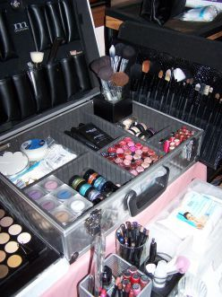 How To Put A Makeup Artist Kit Together --- Pin now, read later. Perfect for when I want to start doing makeup!!!