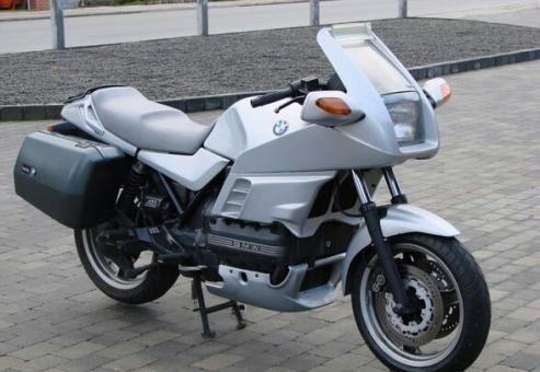 Motorcykler  (Bmw)  (K100RS) Sælges eller byttes med mindre - gerne offroad BMW'en er ´86 ombygget til ´91. Servicert med nye bremseklodser og dæk. Starter og kører OK. originalt taskesæt med nøgler samt stor GIVI topboks. K
