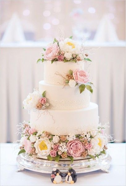 tarta decorada con flores naturales