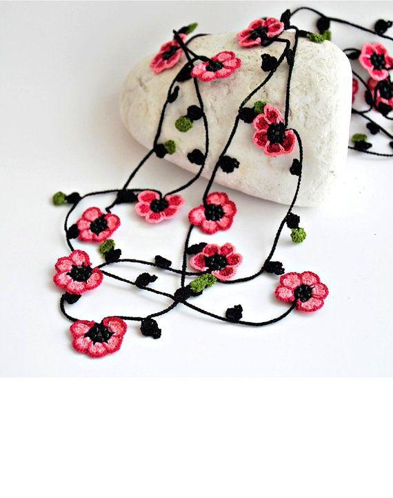 Crochet Necklace Cherry Blossom Burgundy Pink Flowers por ReddApple