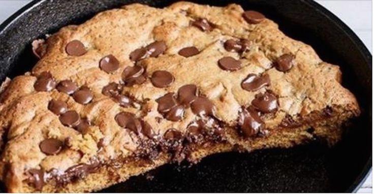 Avis aux gourmands : voici la recette du cookie géant, LE gâteau que tout le monde vous redemandera de faire !!