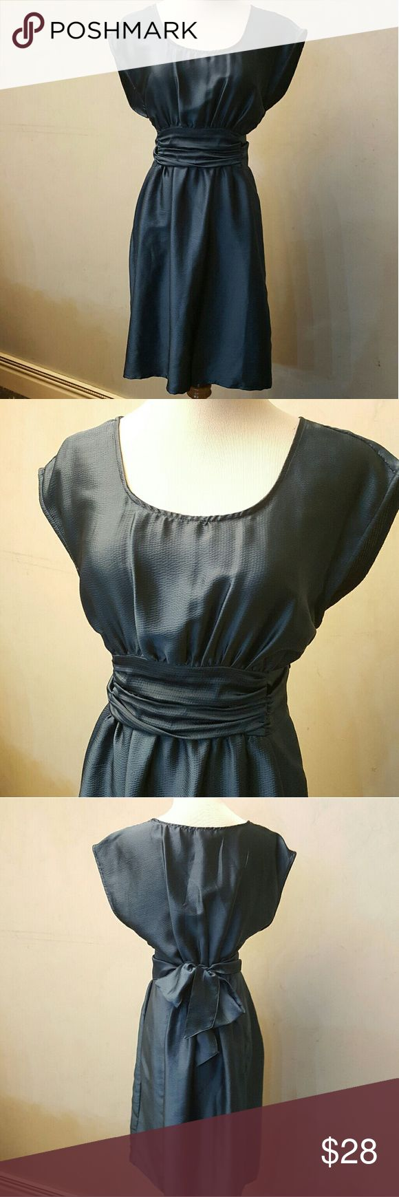 H&M Tie back dress H&M dress with a tie in the back that can not be removed. In perfect condition 100% polyester H&M Dresses Midi
