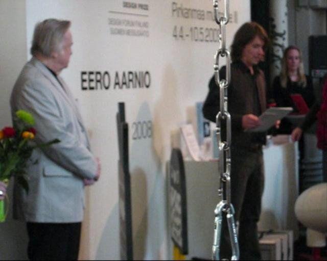 Modus ry:n kolmen näyttelyn kombon avajaiset. Eero Aarnion (Kaj Frank-muotoilupalkinto) juhlanäyttelyn, Pirkanmaa muotoilee-näyttelyn ja Bumerangi-näyttelyn muodostama kokonaisuus oli raikas, ja kivaakin oli! Ruusut hampaissa lähdettiin kotiin...