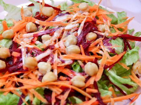 Salada Colorida ao Molho de Iogurte - Veja como fazer em: http://cybercook.com.br/receita-de-salada-colorida-ao-molho-de-iogurte-r-1-em-1680-913.html?pinterest-rec