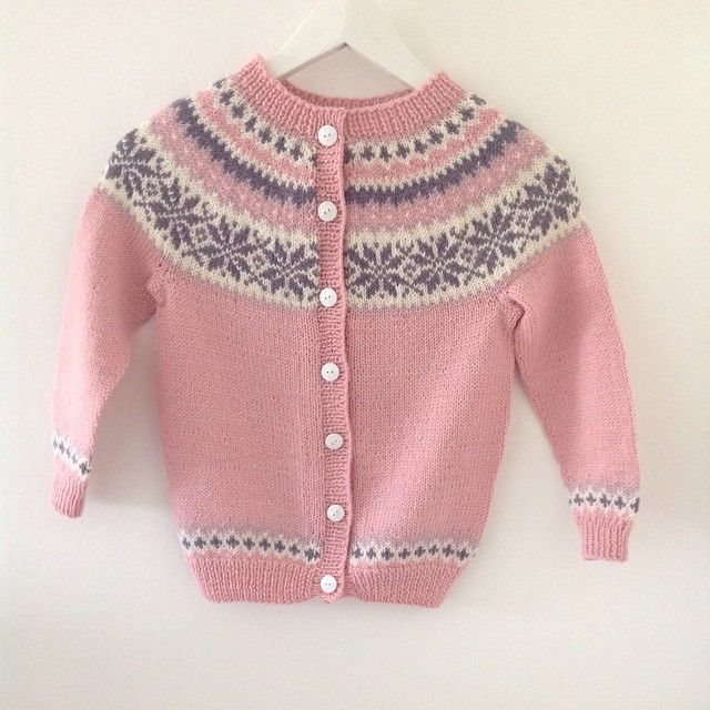 Nancy kofte til barn  #yarn #strikk #strikkeverden #sandnesgarn #garn #knitting…