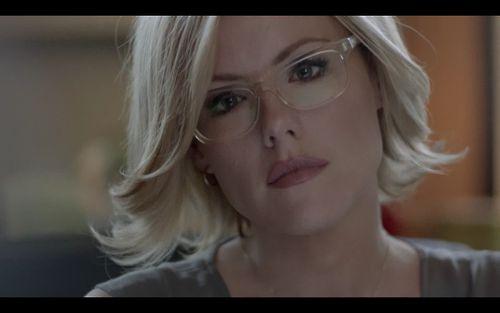 I want those glasses. kathleen robertson | Tumblr