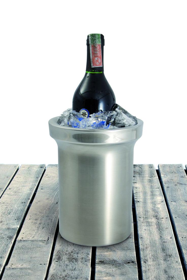 Una buena vinera hielera doble pared mantiene los hielos tres veces más. Conservando tus vinos bien fríos.