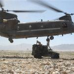 Ci risiamo, elicotteri Usa paracadutano armi e munizioni all'ISIS