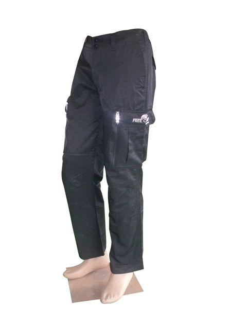 FREE CAMP MEN'S LONG PANTOLON - Bundan 2 sene önce Andoutdoor'dan almıştım bu pantolonu. Yaklaşık 1,5 yıl boyuncada yoğun kullandım. En son Likya Yolu yürüyüşünden sonra da hizmet dışına çıkardım. 2013 yılı Bursa Av ve Doğa Fuarından ise aynı pantalonun bu kez açık rengini aldım. Bu pantalonu sevmeme neden olan birinci faktör, cepleri. 2 yan, 2 de arka cebi var. Diz kapakları seviyesinde 2 kocaman kargo cep, bu ceplerin altında da fermuarlı kocaman 2 cep daha. Her yer cep.