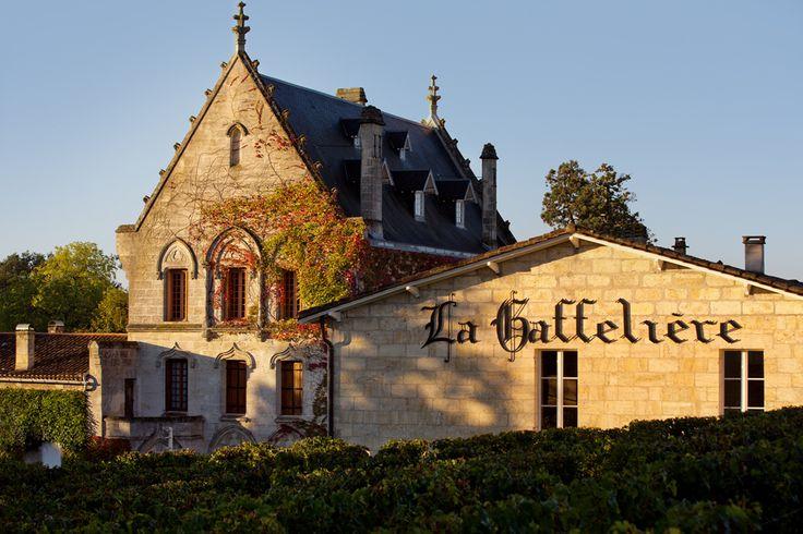 Venez découvrir le superbe château la Gaffelière à St Emilion, Bordeaux. Pour cela il vous suffit de réserver votre visite sur Wine Tour Booking