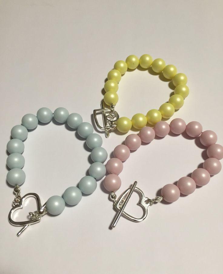 Bracciali con perle color pastello