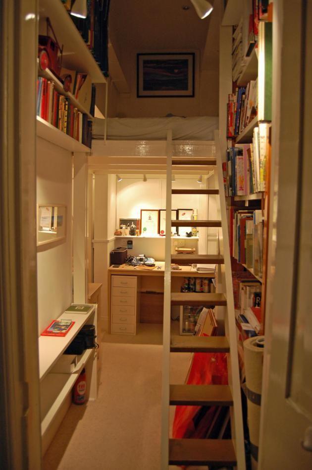 【将来は子供部屋にも】隠し扉の向こうの超コンパクトな書斎兼趣味の部屋 | 住宅デザイン