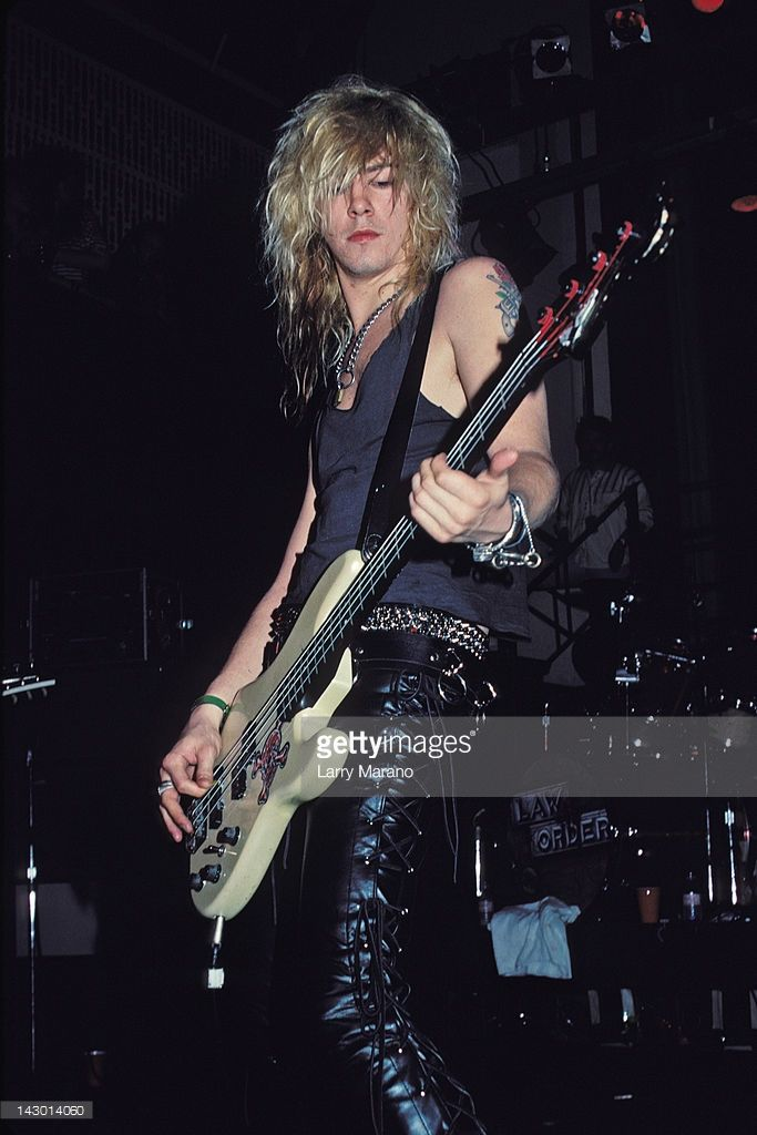 duff-mckagan-of-guns-n-roses-performs-an-acoustic-set-at-the-on-31-picture-id143014060 (683×1024)