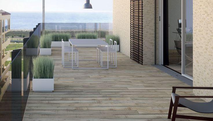 Cerámica porcelanico para suelos de terrazas con un diseño en madera de línea moderna imitación parquet, pavimentos gres de calidad y resistencia imprescindible para la decoración de exteriores