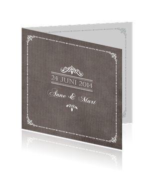 Trouwkaart met een schoolbord / krijtbord/ kalkverf effect. #trouwen #bruiloft #trouwkaarten #stijlvolletrouwkaarten