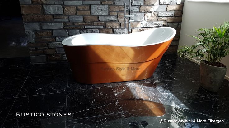 Benieuwd hoe de design badkamermeubels, wastafels, baden, douchebakken en toiletfonteinen er in het echt uitzien? Rusticostones in Eibergen