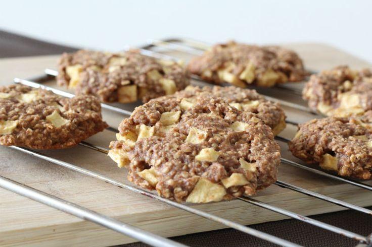Havermout appel koeken zelf eenvoudig maken, eet clean budget recept. Wat heb je nodig? voor 8 grote koeken 100g Havermout 90 g Volkoren speltmeel of ander volkoren meel 1 groot ei (of 2 kleine)