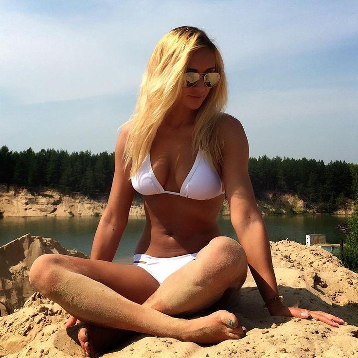 красивая девушка в шортиках порно фото