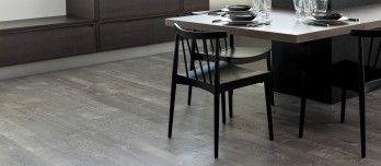 Los suelos de la colección Linkfloor OAK, que simulan la madera natural, destacan por su resistencia al agua, su reducido espesor y su fácil instalación.