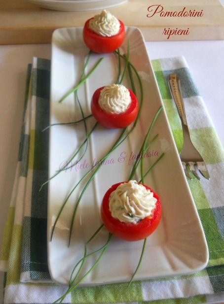 pomodorini ripieni di mousse di prosciutto e ricotta di Miele farina & fantasia