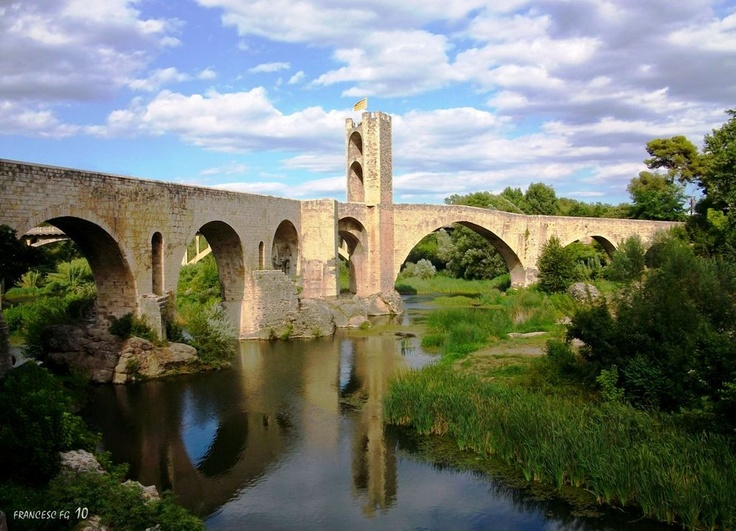 Pont romànic de Besalú, Catalonia