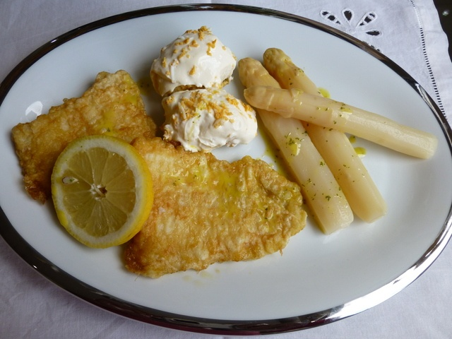 Plato combinado con espárragos, lenguado y huevos rellenos #platoscombinados