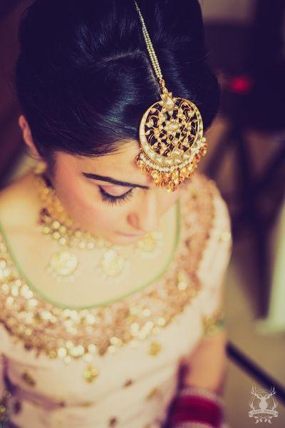 Maang Tikka - Pearl and Gold Maang Tikka with Hanging Gold Leaves | WedMeGood #wedmegood #indianbride #indianwedding #maangtikka #pearl #gold #indianjewelry #jewelry