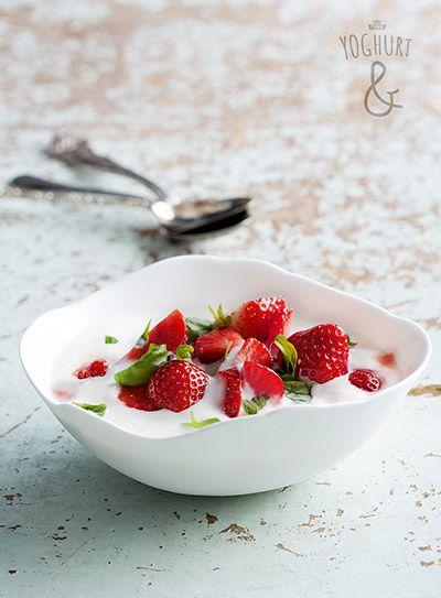 Jordbær & Basilikum - Se flere spennende yoghurtvarianter på yoghurt.no - Et inspirasjonsmagasin for yoghurt.