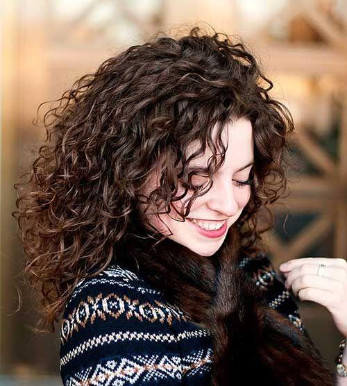 Kıvırcık Saç Modelleri Kadın