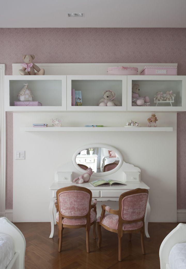 Uma decoração romântica: https://www.casadevalentina.com.br/blog/UM%20CANTINHO%20ROM%C3%82NTICO%20PARA%20AS%20IRM%C3%83S ---------------------------------------------  A romantic decoration: https://www.casadevalentina.com.br/blog/UM%20CANTINHO%20ROM%C3%82NTICO%20PARA%20AS%20IRM%C3%83S