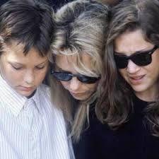 France Gall avec ses enfants à l'enterrement de Michel Berger