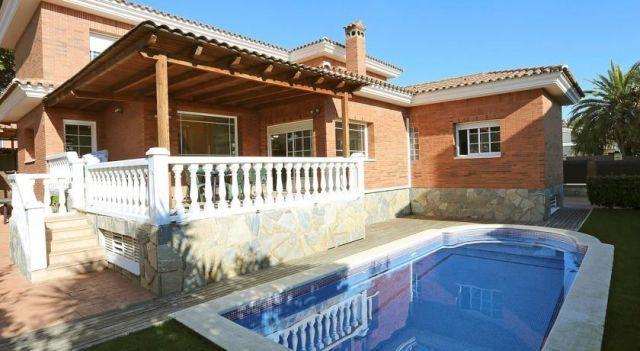 Villa Cambrils 1 - #Villas - $95 - #Hotels #Spain #Cambrils http://www.justigo.uk/hotels/spain/cambrils/villa-cambrils-1_17381.html