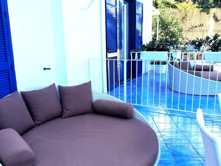 Letti da esterno daybed modello lovely presso hotelheliossorrento com un arredo sofisticato