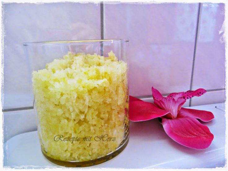 """Zitronen-Peeling geht natürlich auch wunderbar ohne Thermomix ;-) einfach mörsern oder in einem """"normalen"""" Mixer. Duftet herrlich und die Haut wird samtig!"""