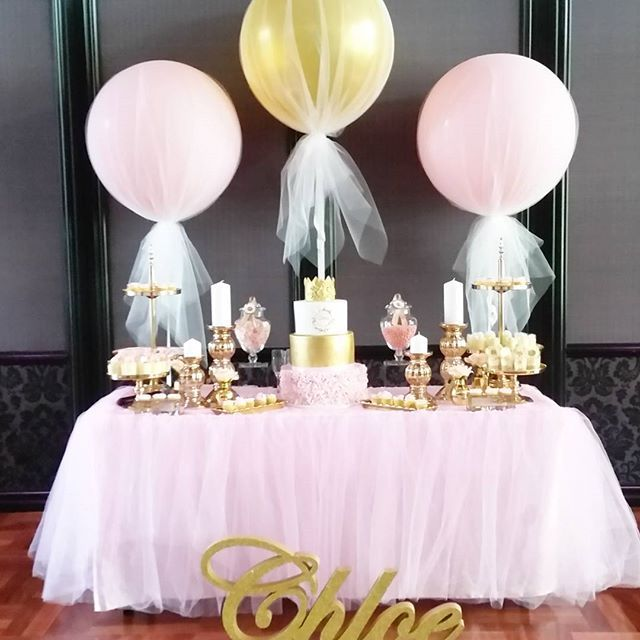 We love jumbo balloons with Tulle! Balloons by @celebratingevents #tulleballoons #jumboballoon #balloondecor #eventstyling #eventplanning #christening #birthday #tulleskirting