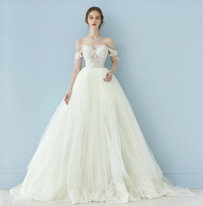Fawning over Galia Lahav's off-the-shoulder Cinderella gown with beautiful laced details!