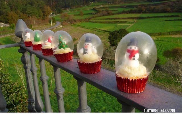 Caramelisas: Bolas de nieve en un pastelito, Burbujas de gelatina, Snow globe cupcakes with gelatin bubbles.