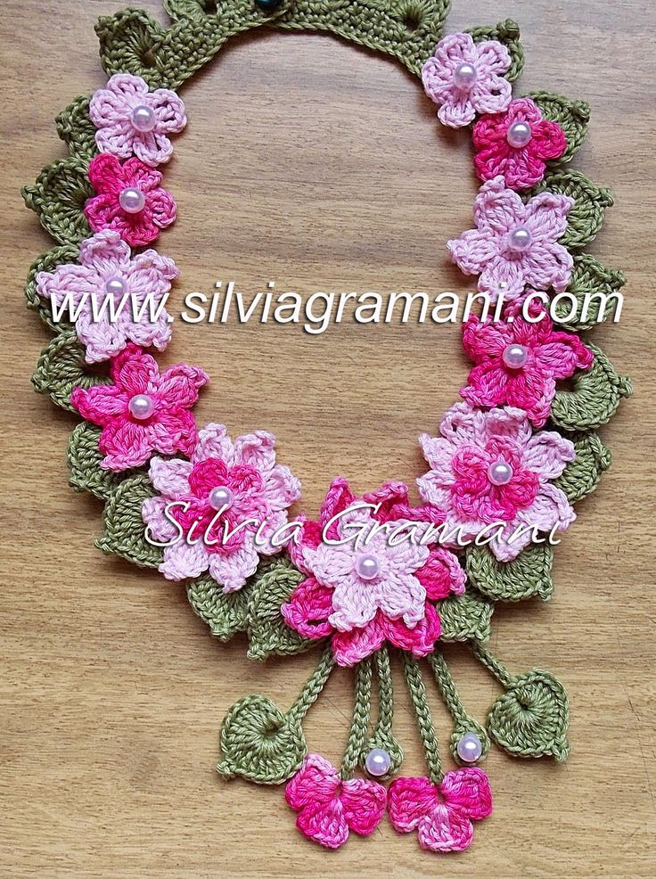 Silvia Gramani Crochê: Colar de Crochê com Flores - Colar Encanto