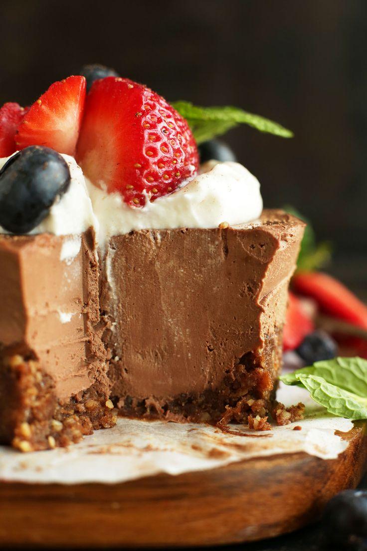 AMAZING No Bake Chocolate Cheesecakes with Date Walnut Chocolate Crust #vegan #glutenfree