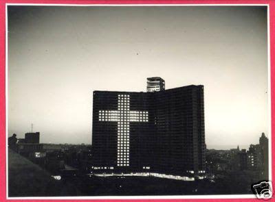 El edificio Focsa iluminado con la cruz en Semana Santa. La Habana. decada de los 1950s