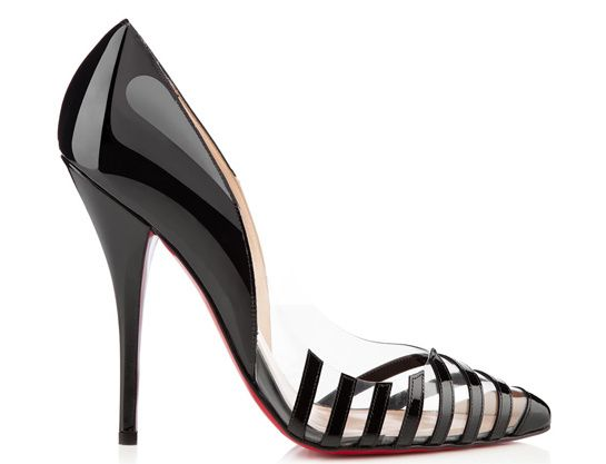 Christian Louboutin escarpins Pivichic http://www.vogue.fr/mode/shopping/diaporama/plastique-chic-burberry-givenchy-gucci-charlotte-olympia-chloe/12497/image/741553#christian-louboutin-escarpins-pivichic