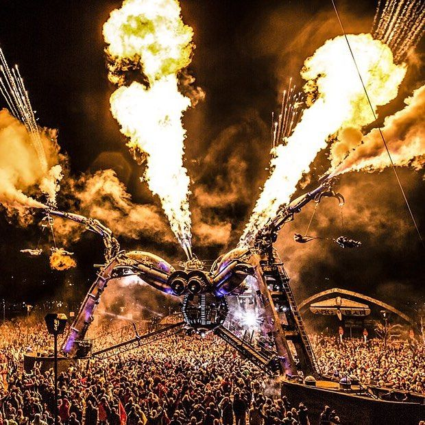 Can we talk about @arcadiaspectacular's spider stage though?? A 50-ton  that shoots  from its butt...?? Bruh. Read about it and more @ultra goodness at miaminewtimes.com. #ultra2016 (photo credit: Sarah Ginn)