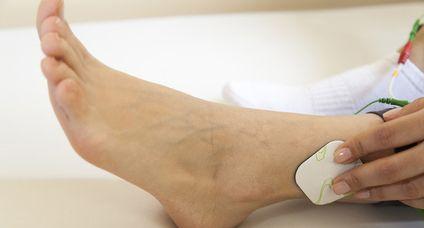 Après un AVC, l'électrostimulation fonctionnelle chez soi ou avec votre kinésithérapeute peut réellement vous aider pour retrouver un tonus musculaire ou plus généralement dans une phase de récupération des certaines séquelles.