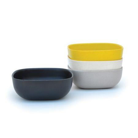 Le set de 4 grands bols Gusto BIOBU [by EKOBO] est certain d'illuminer chacun de vos repas! Servant céréales ou soupes, ces bols sont empilables, durables, et lavables au lave vaisselle. Ils accompagnent parfaitement les petites assiettes et gobelets Gusto: un must pour une table moderne. € 32.00