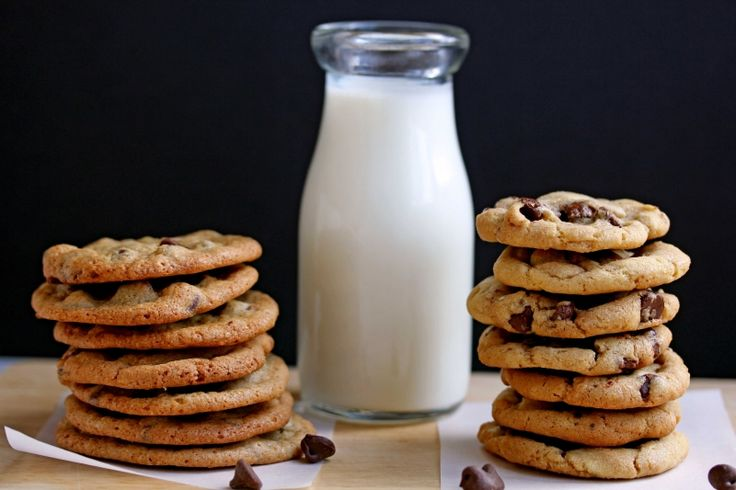 Everygirl Can Cook: Perfect Chocolate Chip Cookies // crispy vs chewy #theeverygirl