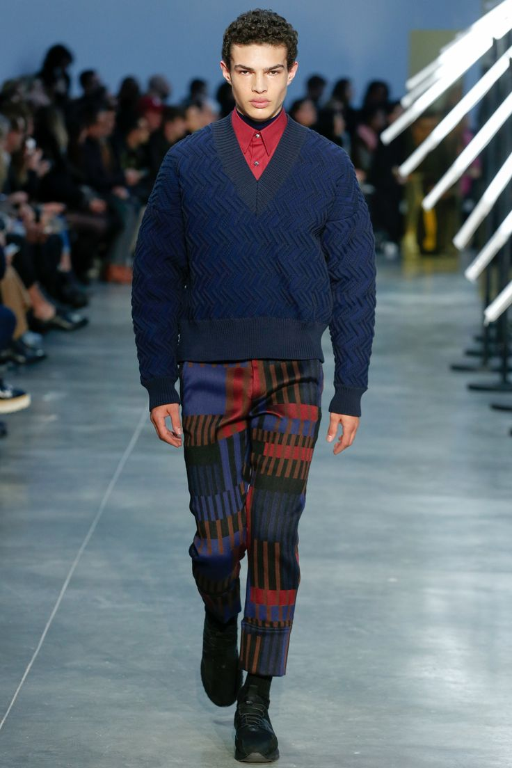 The complete Cerruti 1881 Fall 2018 Menswear fashion show now on Vogue Runway.