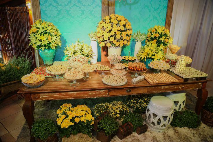 decoracao para casamento em azul e amarelo:Mesa de doces – nas cores amarelo e azul tiffany
