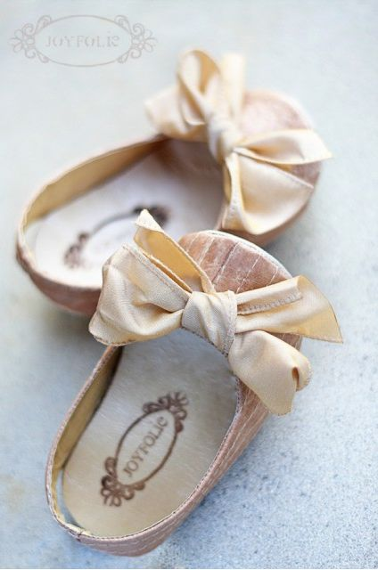 baby girl shoes....Adorable!