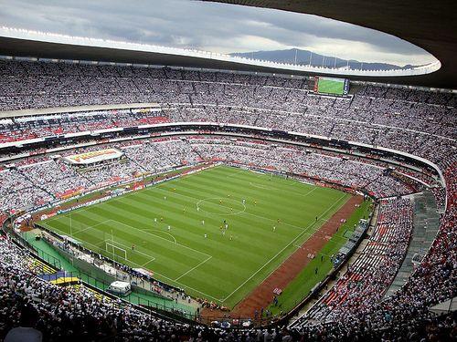 Estadio azteca ciudad de m xico su capacidad es de 105 for Puerta 1 estadio azteca