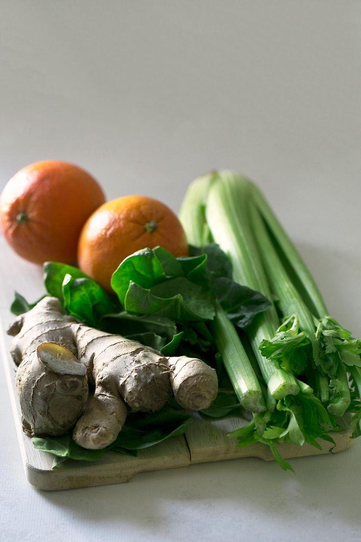 Este zumo es perfecto para prevenir y combatir resfriados. Las frutas y verduras crudas son necesarias para estas sanos y fortalecer nuestro sistema inmune.